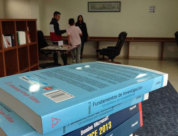Acervo de Libros en Biblioteca Bachillerato