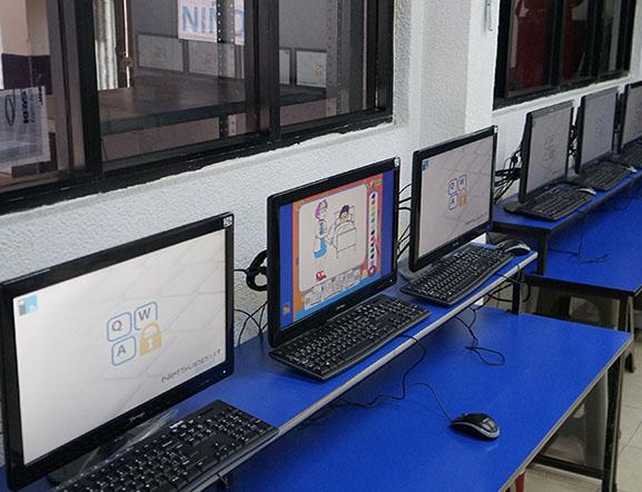 Salón de Programación en donde los Alumnos toman sus clases de Code y otras plataformas.