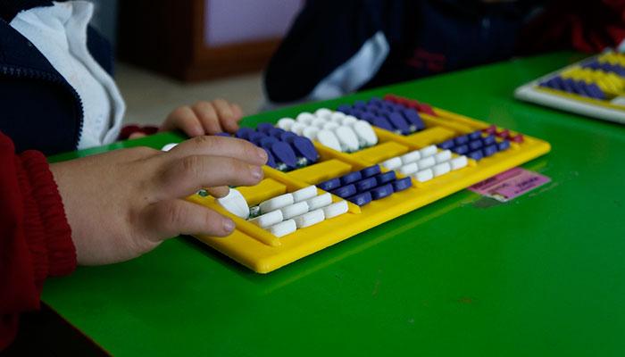 Alumno de Preescolar en uso de Nepo